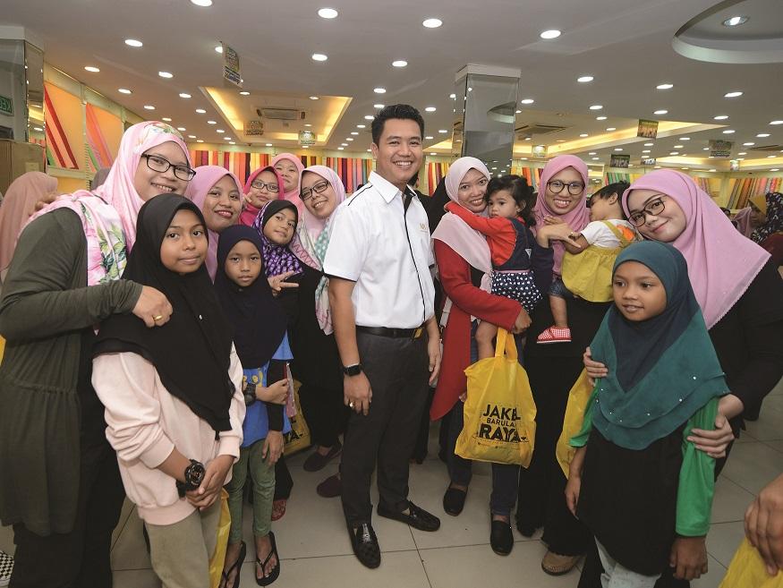 MB World Group Spreads Raya Cheer to Welfare Home