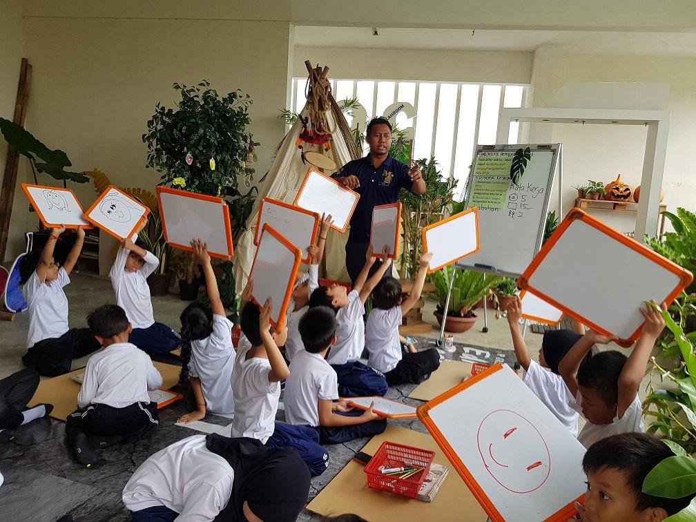 Johor Based SK Medini Teacher Awarded in India