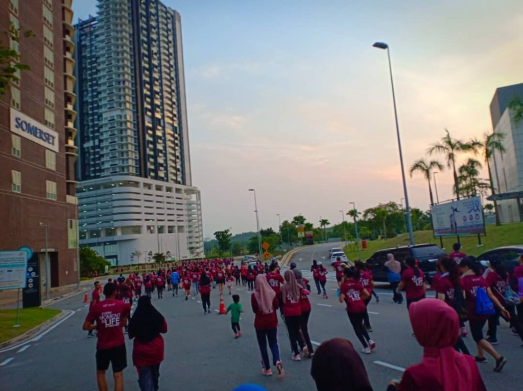 More Than 800 Johoreans Ran to Beat Cancer