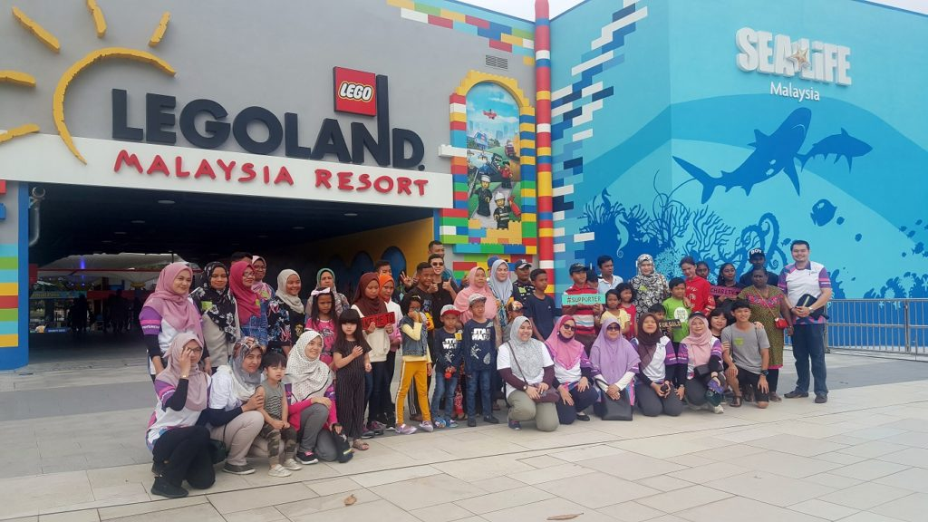 'Abang Lego' Shares Childhood with Cancer Patients Children of TLJCF