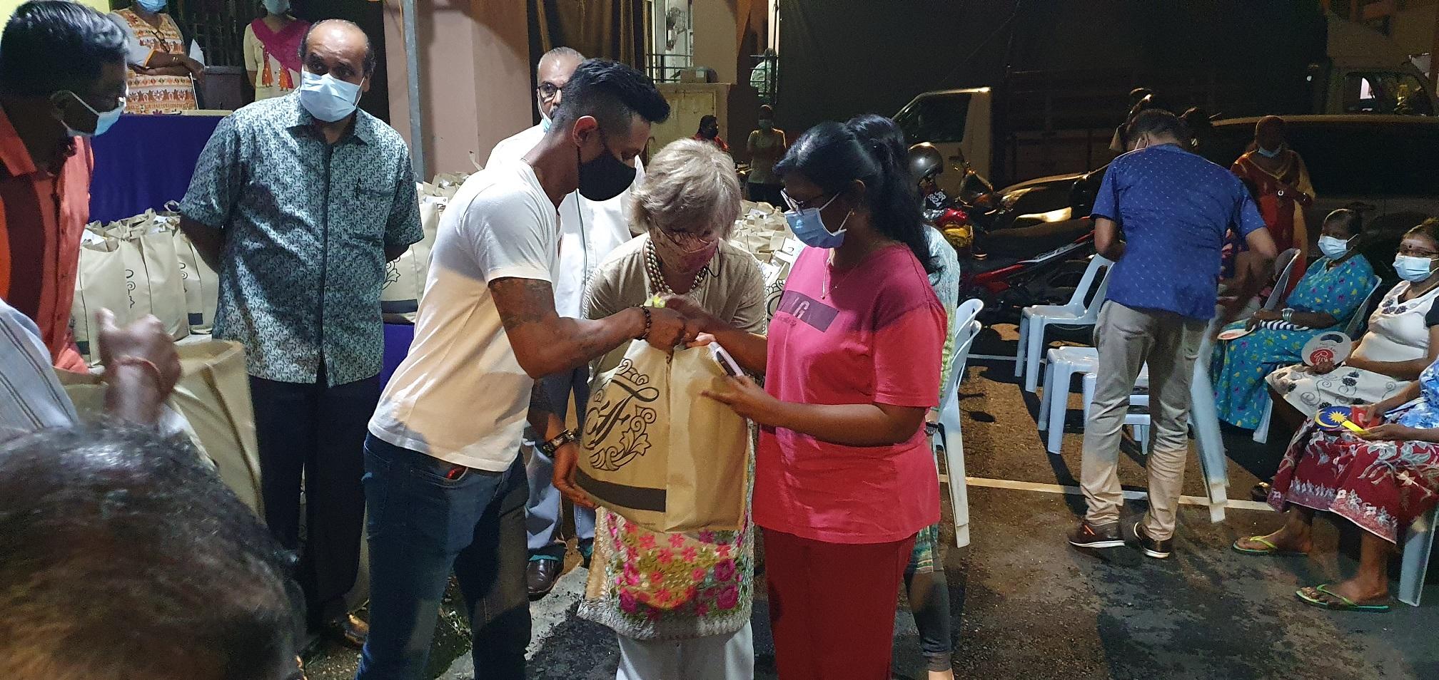 Spreading Meaningful Deepavali Cheer